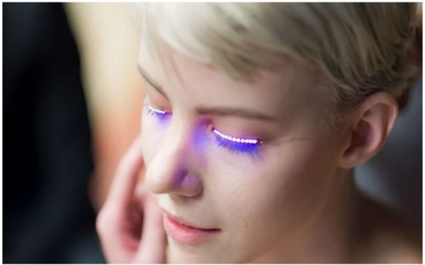 Interaktive LED Wimpern Weiß. Leuchtende Wimpern